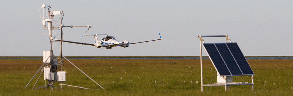 DA-42 aircraft with BAT probe performing low-level measurements