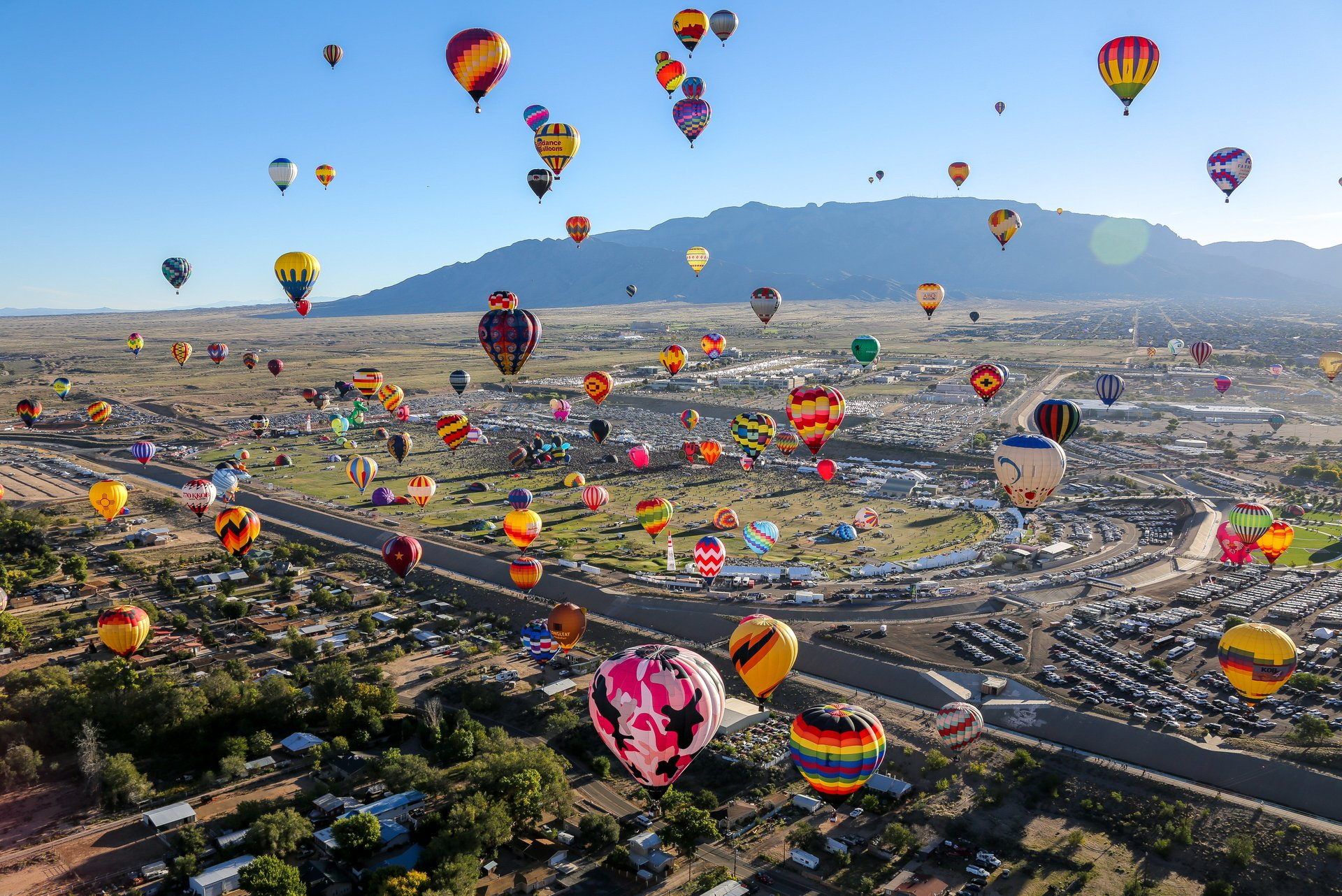 Photos of airborne balloons